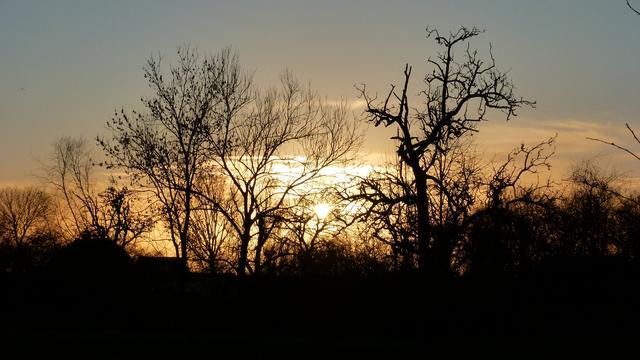 Het weer: Oudejaarsavond begint droog, later in het westen wat regen