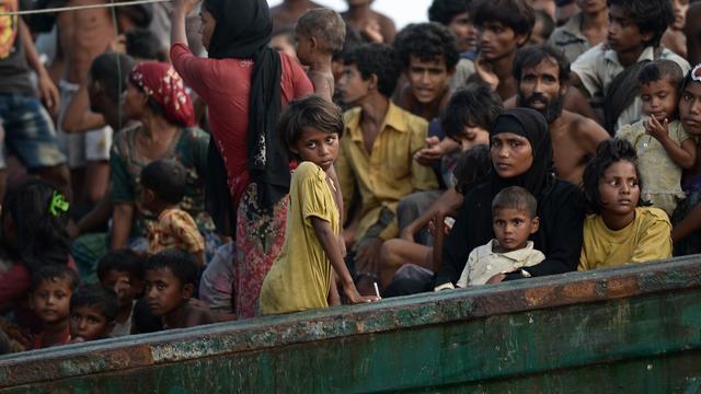 Myanmar arresteert agenten na filmpje van mishandeling Rohingya-moslims