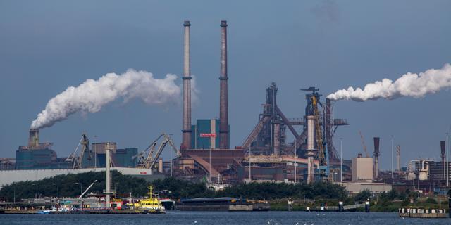 'Rijkswaterstaat liet Tata Steel meer gif in water lozen dan toegestaan'