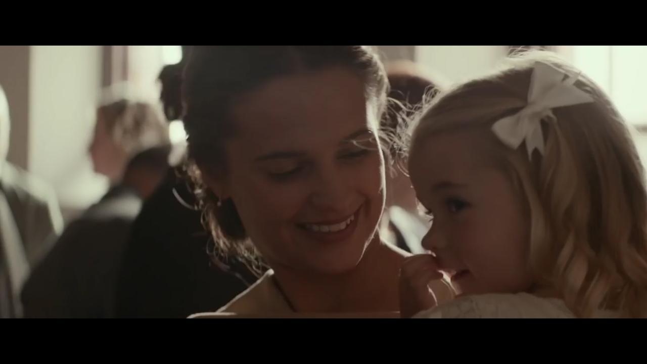 Bekijk hier de trailer The Light between Us