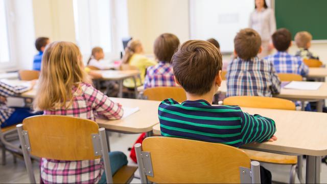 Zo'n 2 kinderen per klas groeien op in armoede