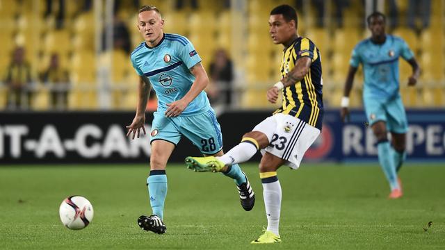 Advocaat neemt Van der Wiel in genade aan bij Fenerbahçe