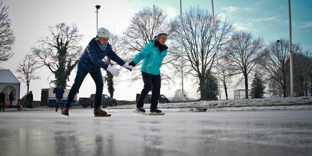 Hoe weet je of ijs stevig genoeg is om op te schaatsen?