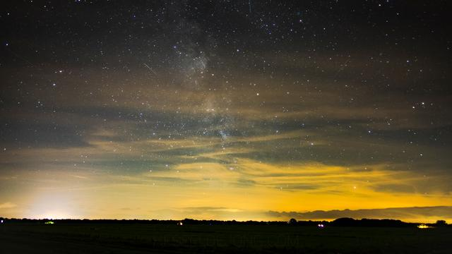 Vallende sterren tijdens koude nacht goed te zien
