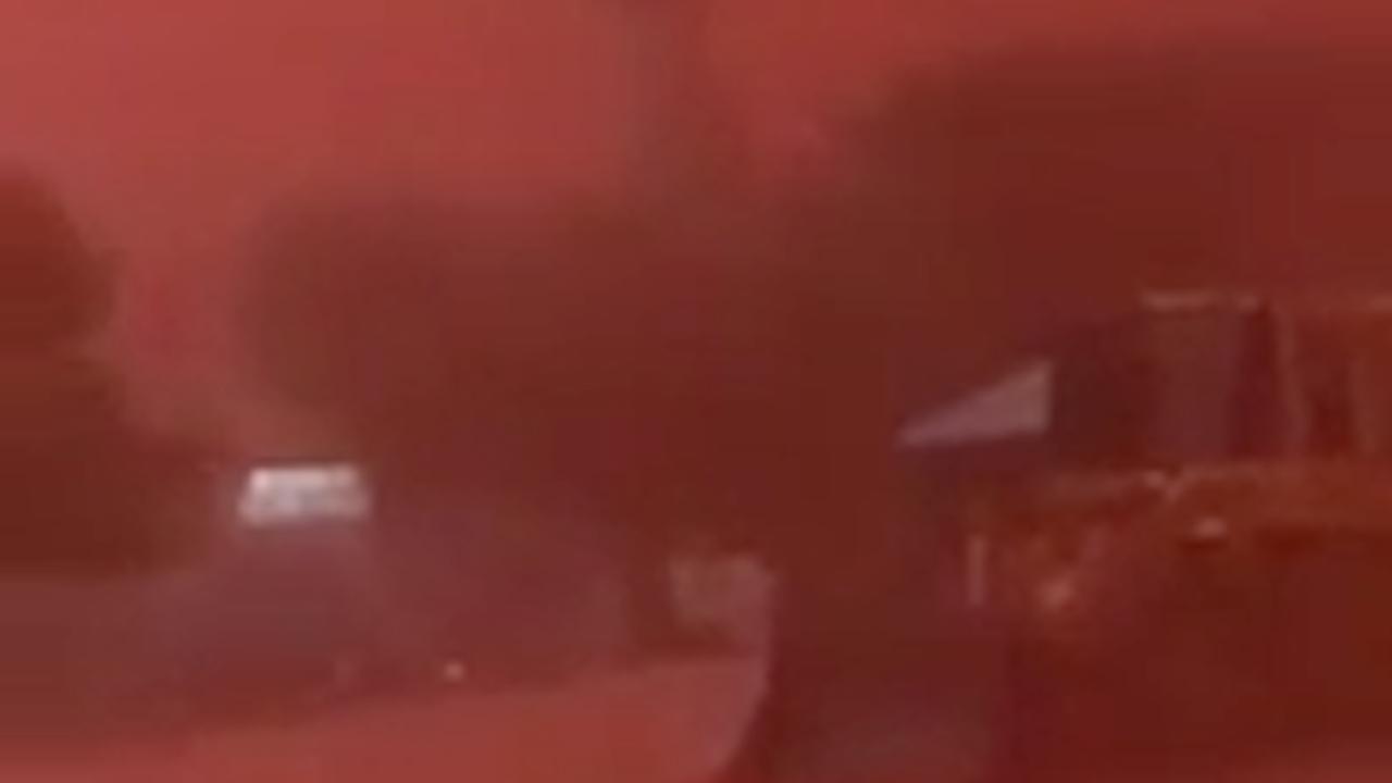 Stofstorm kleurt Australisch platteland rood