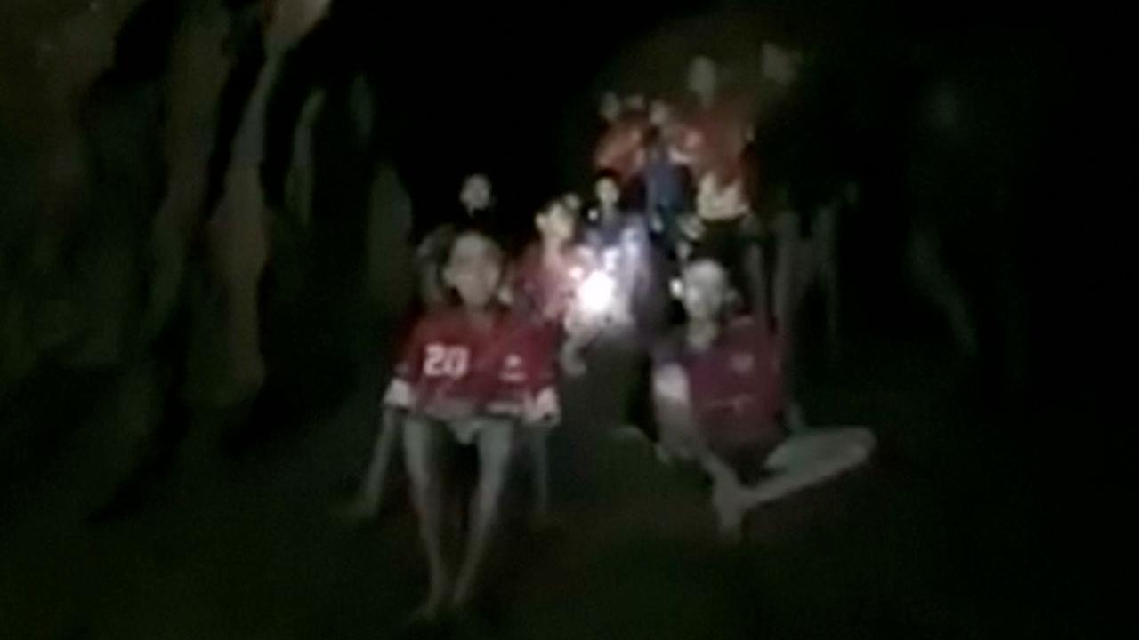 Duiker filmt kinderen in Thaise grot die dagen vermist waren