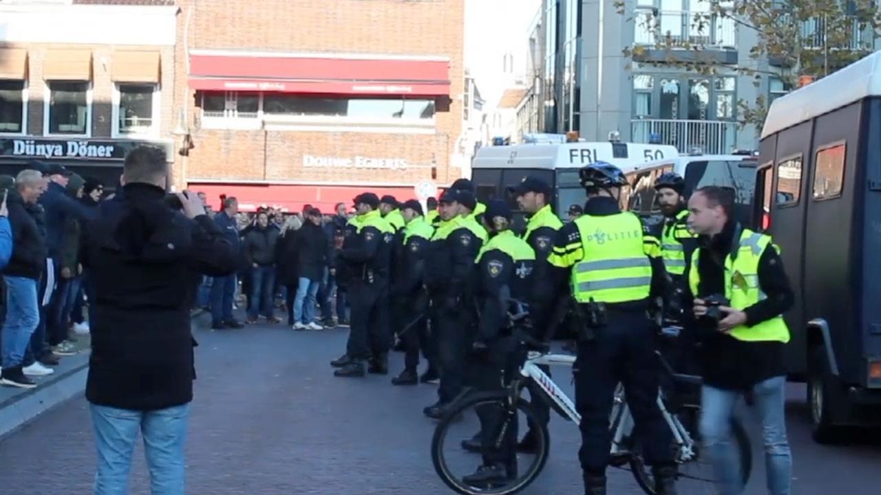 Politie voorkomt confrontatie Piet-demonstranten Leeuwarden