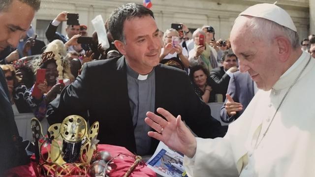 Paus zegent Bergse kroonjuwelen