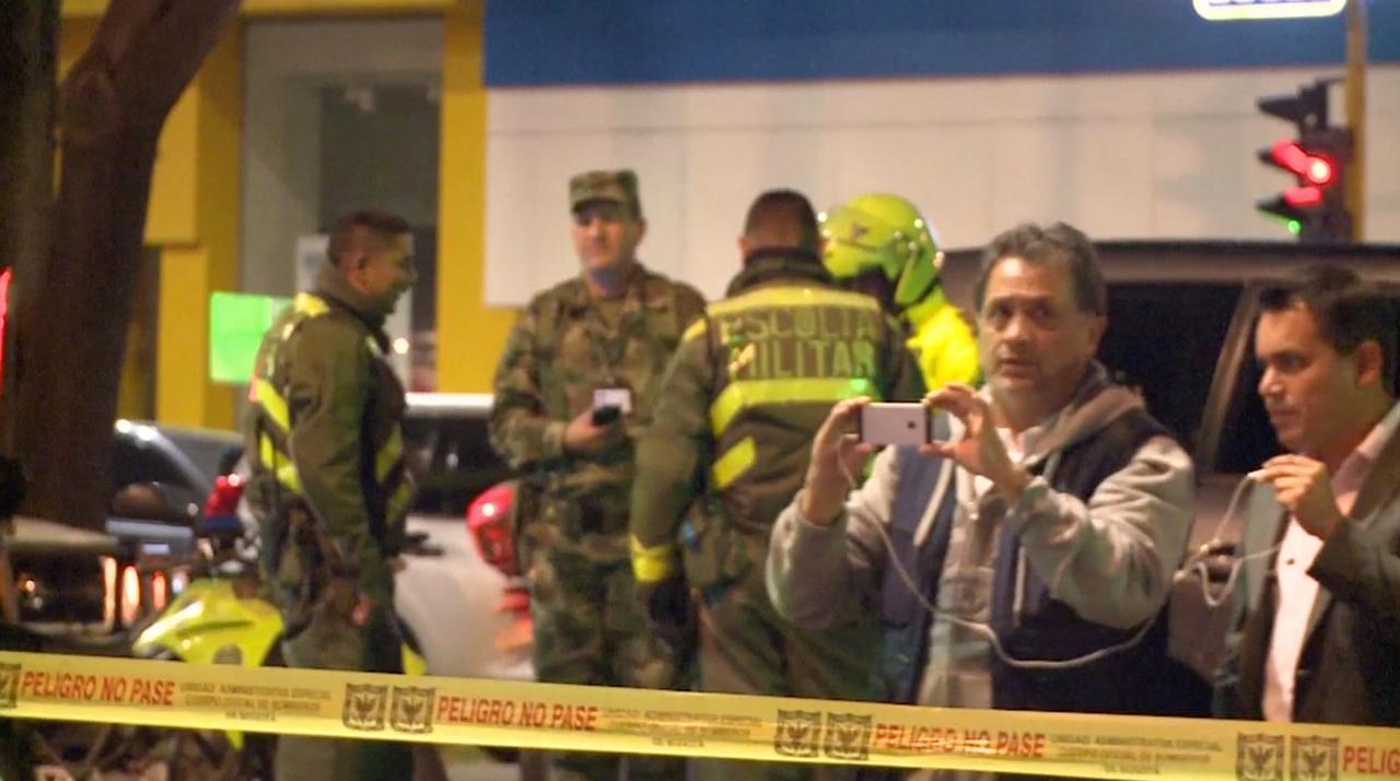 Hulpdiensten ter plaatse na dodelijke bomexplosie Bogota