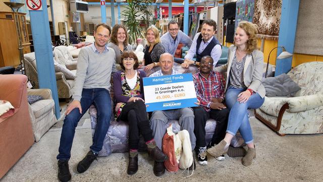 Mamamini deelt 50.000 euro uit aan goede doelen