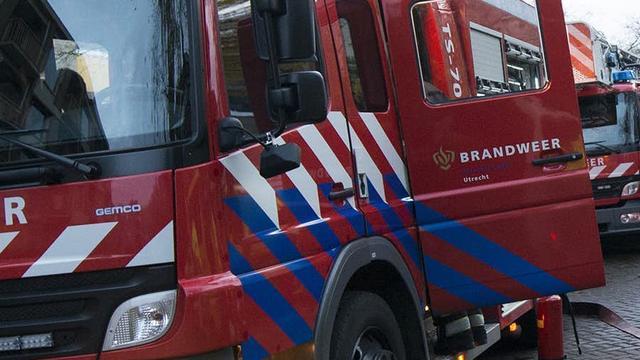Brandweer redt man uit water in Slotermeer