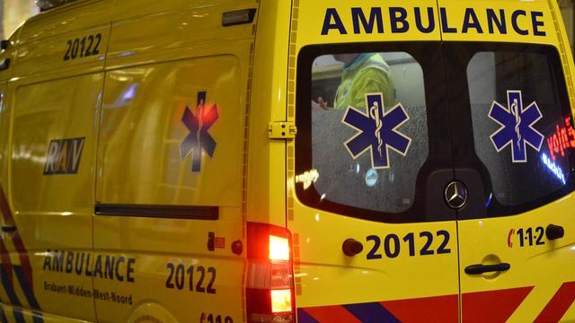 Man bijna uur lang bekneld in auto na eenzijdig ongeluk in Geldrop