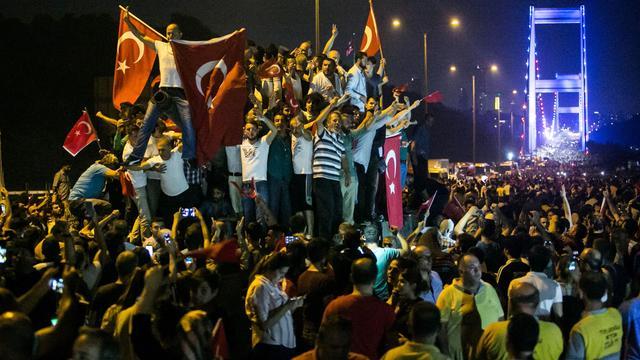 Turkije zoekt honderden vermeende medeplichtigen mislukte couppoging