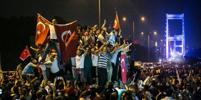 Turkije zet prijs op hoofd militairen die naar Griekenland zijn gevlucht