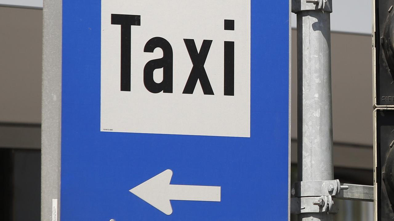 'Buschauffeur op hoofd geslagen door taxironselaar bij Schiphol'