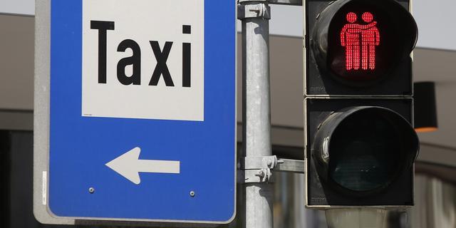 Taxichauffeur rijdt in op dronken stapper
