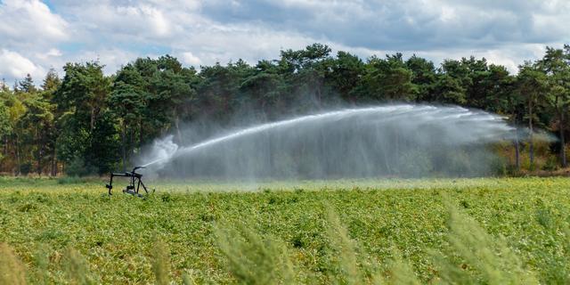 Boeren rekenen op droge zomer, wachtlijsten voor beregeningsapparatuur