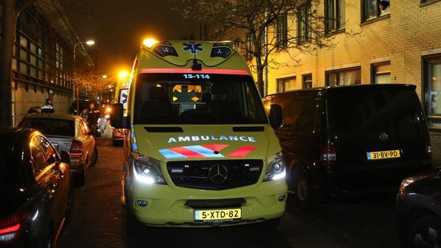 Viertal valt vrouw lastig en slaat vervolgens haar vriend ziekenhuis in