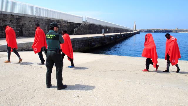Spanje haalt bijna zeshonderd migranten uit Middellandse Zee