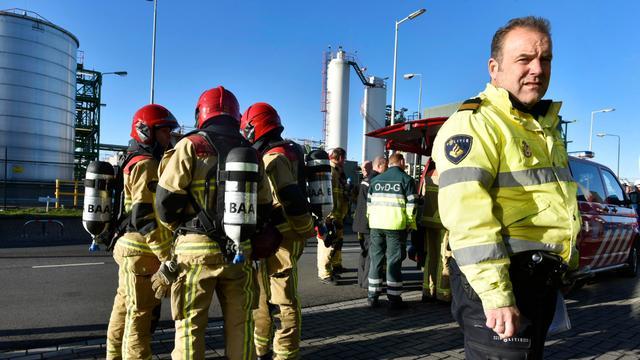 Zwaveltrioxide ontsnapt uit tankwagen havengebied Amsterdam