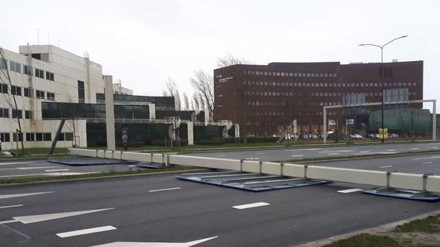 Westerstorm neemt in kracht af, forse schade in Leiden