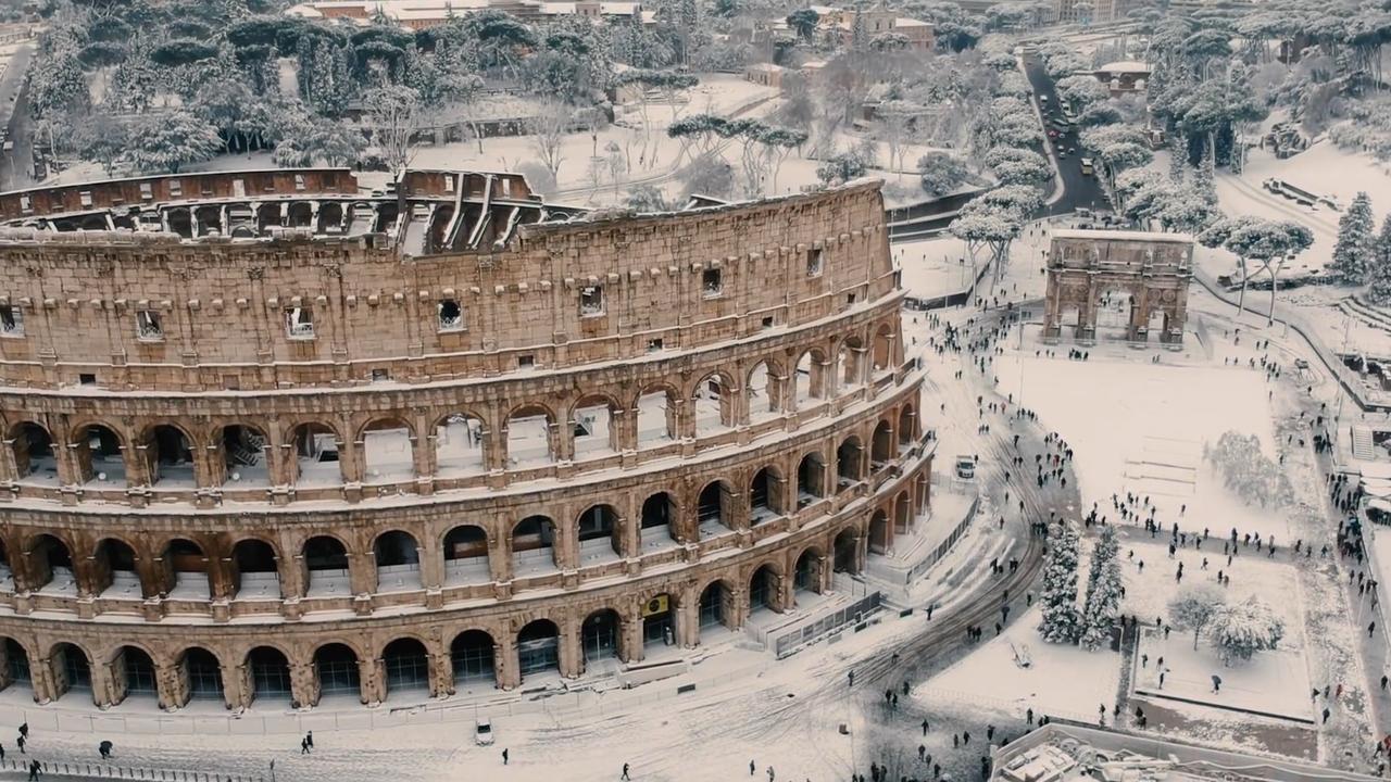 Indrukwekkende dronebeelden van zeldzaam pak sneeuw in Rome