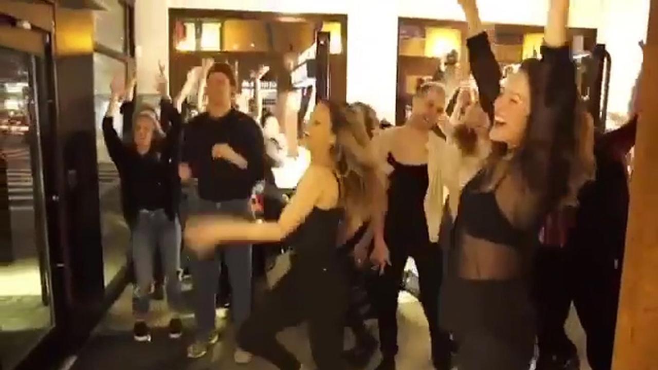 Marc Jacobs doet huwelijksaanzoek na flashmob