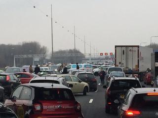 Meerdere gewonden gevallen bij ongeval met vijf personenauto's en vrachtwagen