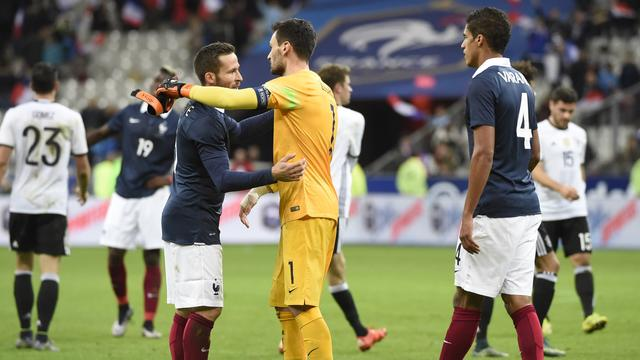 Franse ploeg sluit zich af van pers en publiek na aanslagen in Parijs