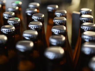Grootste bierbrouwer ter wereld zou invoer Jupiler en Leffe belemmeren