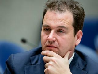 Minister Asscher maakt zich zorgen over Al Fitrahmoskee