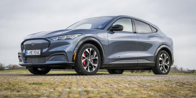 Elektrische Ford met controversiële naam: zo rijdt de Mach-E