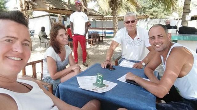 Leidenaren geëvacueerd uit Gambia