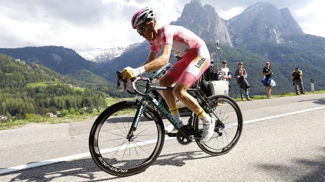 Kruijswijk loopt flink uit in Giro door tweede plaats in klimtijdrit