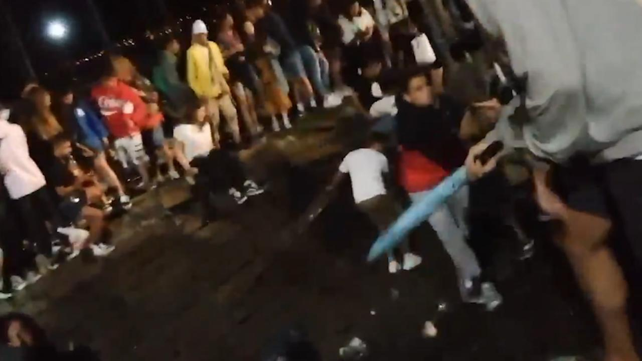 Steiger vol mensen stort in tijdens festival in Spanje
