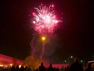 Voorafgaand aan de show worden er workshops veilig vuurwerk afsteken gegeven