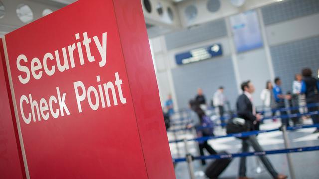 Evacuatie op luchthaven VS door creatief huwelijkscadeau