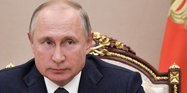 Poetin versus Navalny: 'President wil geen aangeschoten wild worden'