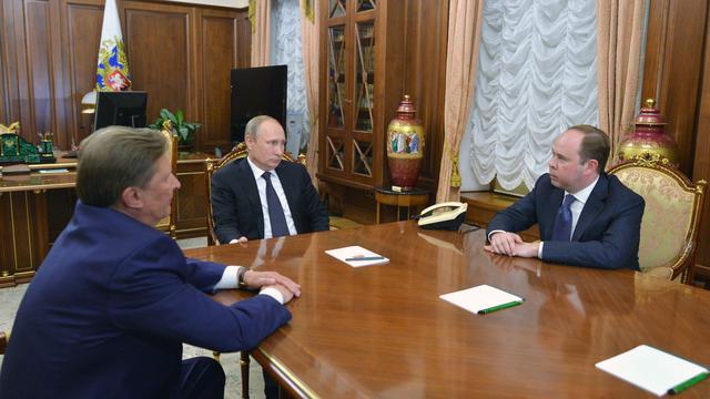 Poetin vervangt stafchef Sergej Ivanov