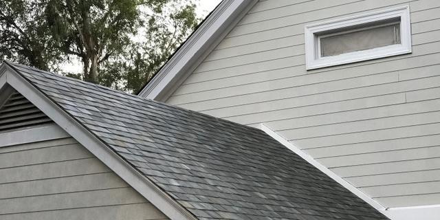 Tesla toont zonnepaneeldak voor huizen