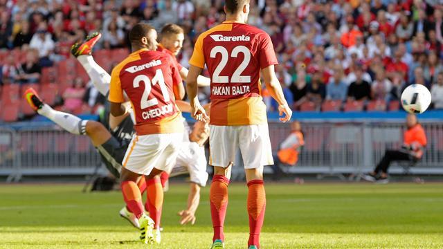 Ibrahimovic scoort met halve omhaal in eerste duel voor United