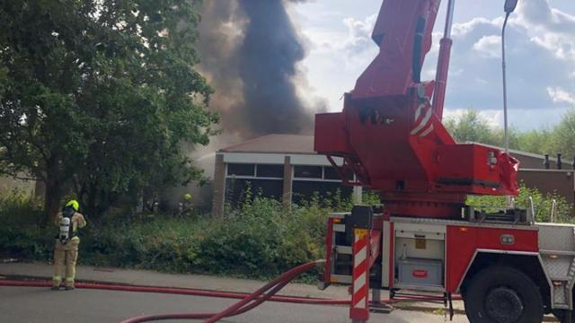 Zeer grote brand in leegstaand schoolgebouw in Terneuzen