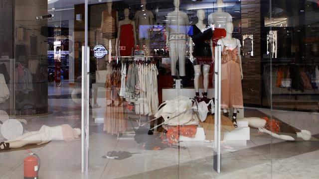 H&M sluit tijdelijk alle 17 filialen in Zuid-Afrika om protesten tegen foto