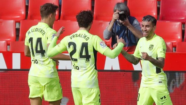 Vreugde bij Atlético na een doelpunt bij Granada.