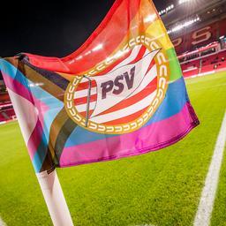 Liveblog Eredivisie | PSV moet PEC verslaan om in spoor Ajax te blijven