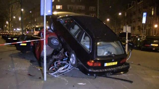 Buurtbewoners Cornelis Trooststraat geschokken van ravage door auto
