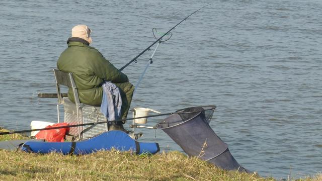 OM doet onderzoek in Deventer na illegale visvangst