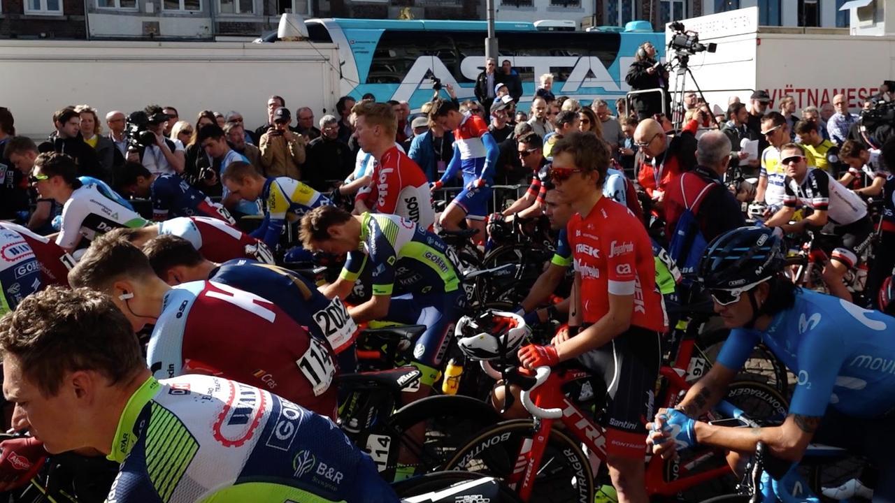 Minuut stilte voor Goolaerts voorafgaande aan Amstel Gold Race