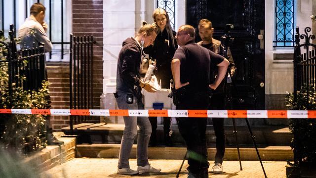 Nog onduidelijk wat man naar Turkse consulaat in Amsterdam gooide