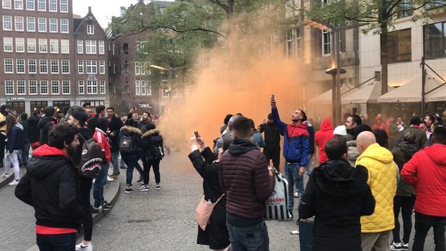 Dam kleurt rood door feestende Benfica-supporters